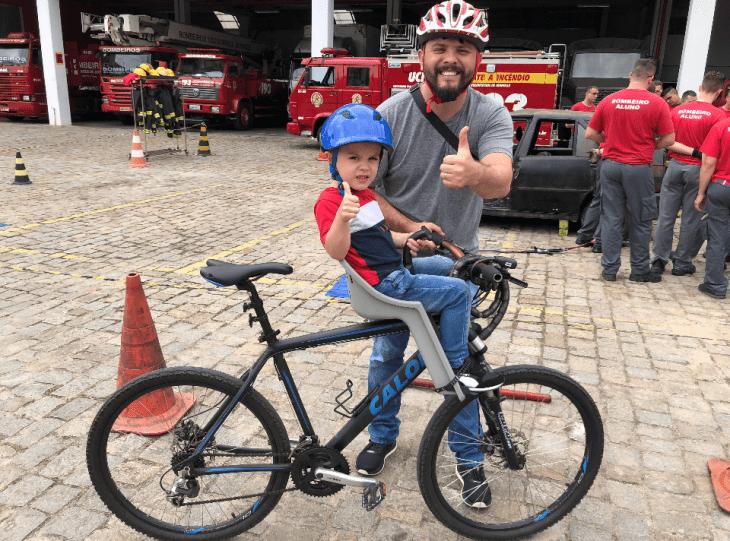 Leve seu filho para fazer uma visita ao Corpo de Bombeiros!